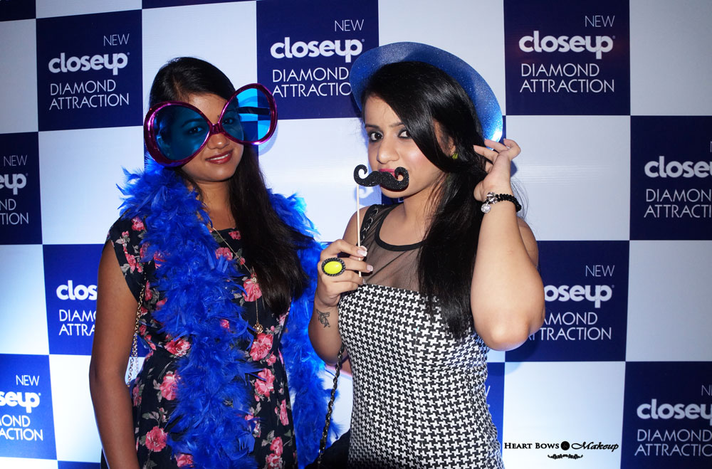 Indian Beauty Blog: Ritu & I posing for the shutterbugs :p
