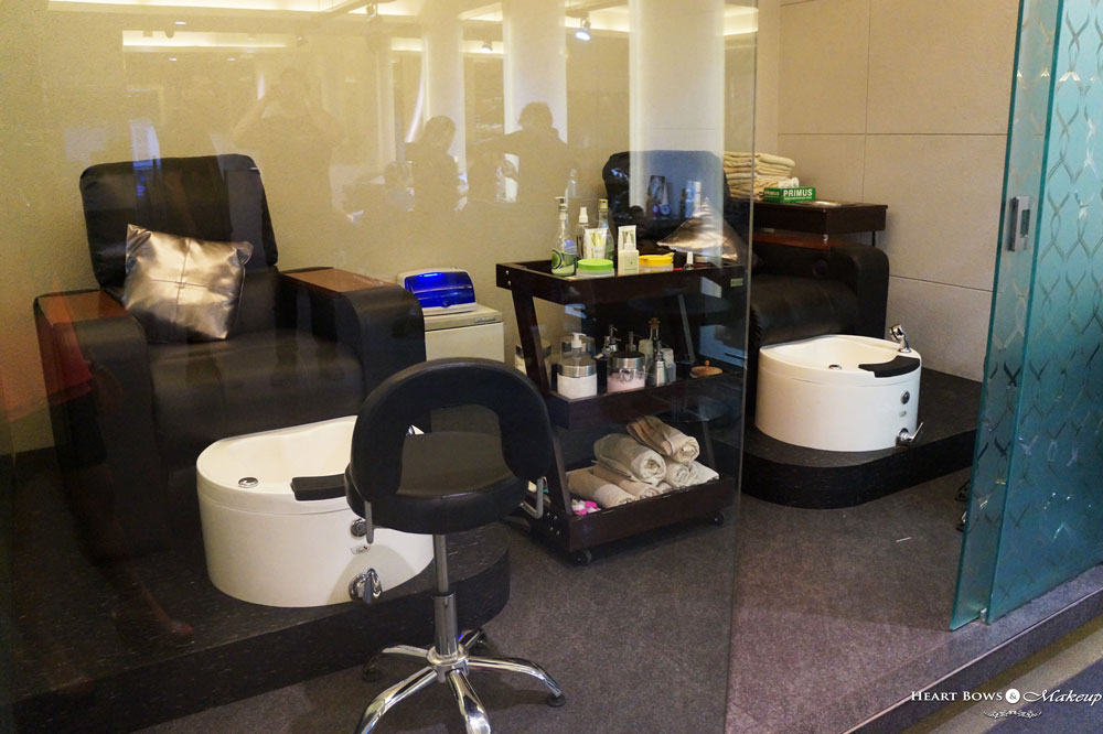 Manicure & Pedicure Station at Korum Salon , Delhi