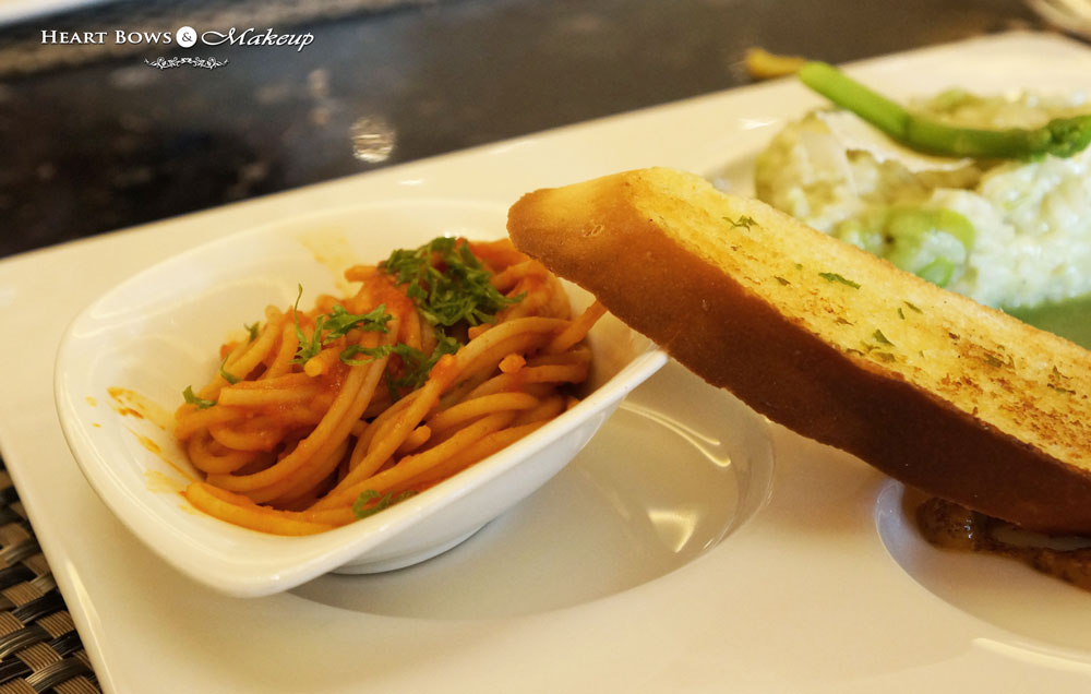 Ssence Restaurant Review: Pasta Napolitana with Garlic Bread & Mustard Sauce