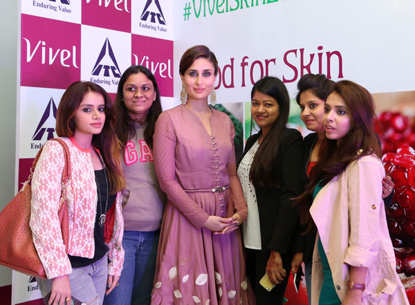 Lisha B With Kareena Kapoor At ITC Vivel Event