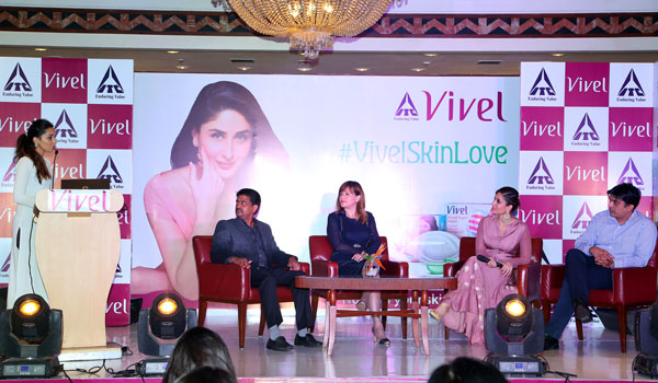 Panel Discussion At Vivel's Bloggers Event In Delhi