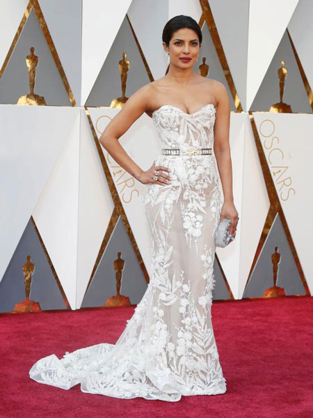 Oscars 2016 best dressed celebrities our top 10 heart bows makeup - Red carpet oscar dresses ...