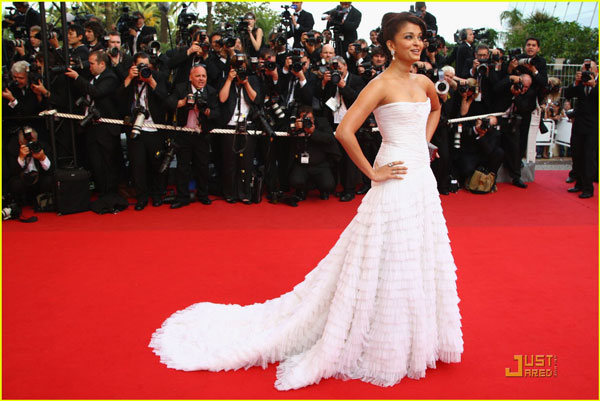 Aishwarya Rai Best Red Carpet Dresses Pictures