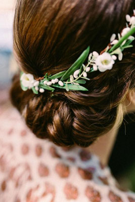 Ultimate Bridal Checklist Floral Hairdo