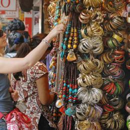 10 Best & Cheap Street Shopping Markets in Mumbai