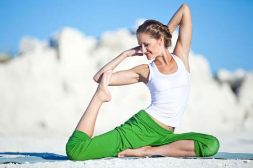 10 Best Yoga Poses For Clear & Glowing Skin !