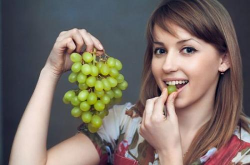 16 Best Benefits Of Grapes For Skin, Hair, Health & More!