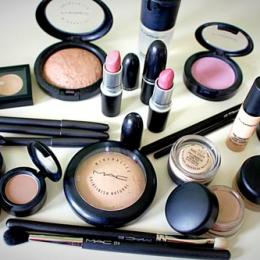 10 Best MAC Makeup Products Worth Buying: Mini Reviews & Prices