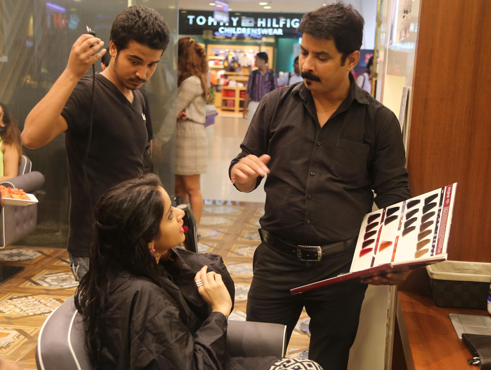 Geetanjali Salon, Select City Walk Review & Experiential