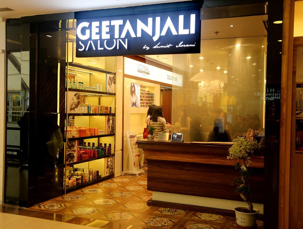 Hair Coloring Experience at Geetanjali Salon
