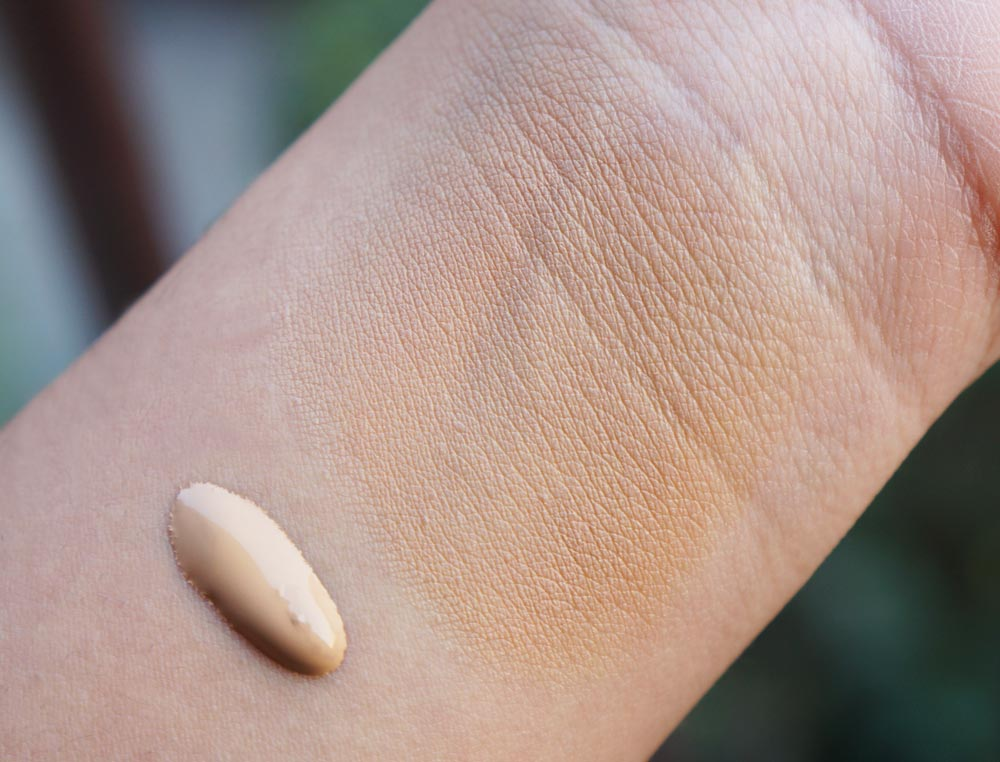 ZA True White Liquid Foundation OC 30 Swatches & Review