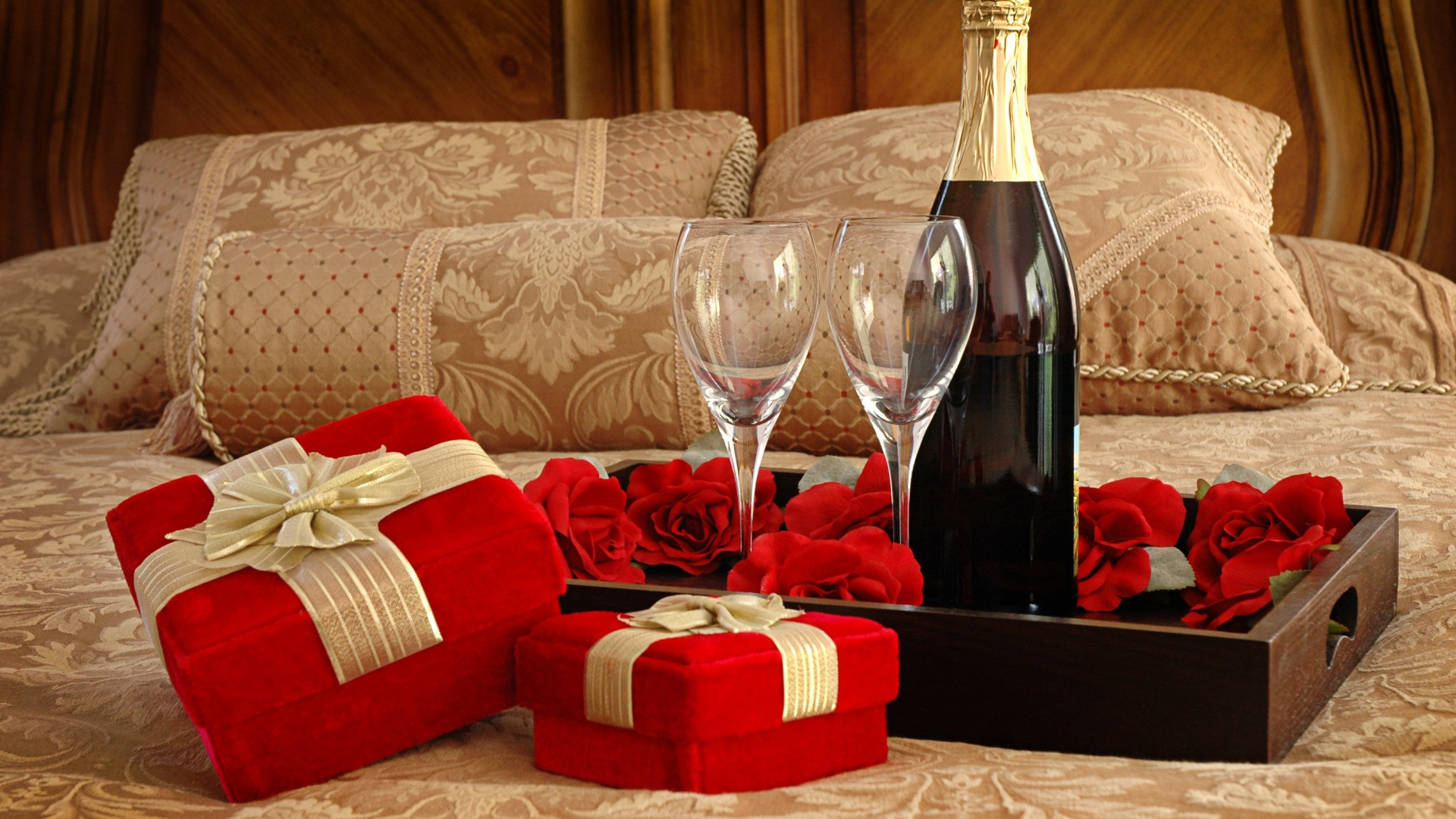 Best Gifts For Valentines Day: Vday Gifts For Her