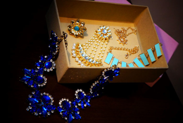 Zotiqq October Jewelery Subscription Box Products Review Price