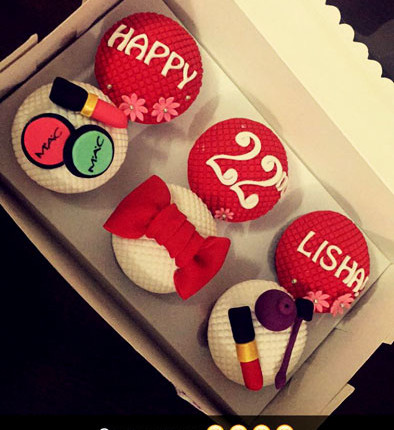 Cute Personalized Makeup Cupcakes Delhi