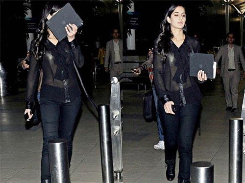 10 Shocking Wardrobe Malfunctions of Bollywood Actresses ...