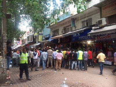 Sarojni Nagar Chaep Shopping Palace