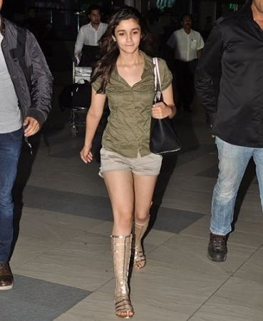 Alia Bhatt Without Makeup At Airport Images