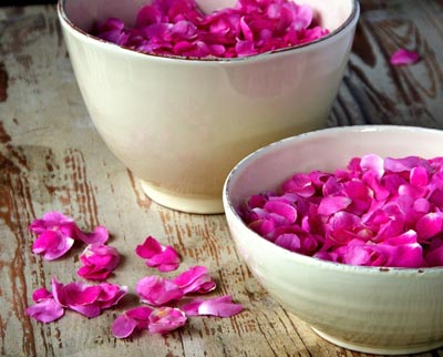 Top 10 Rose Water Uses Benefits For Skin