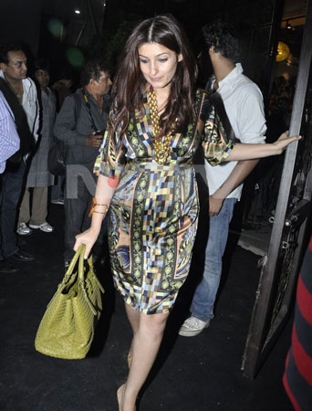 Bollywood Actor Twinkle Khanna Baby Bump Images